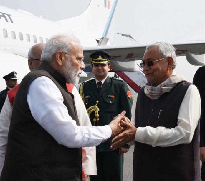 फाइल फोटो- पटना के एक कार्यक्रम में नीतीश कुमार व नरेंद्र मोदी