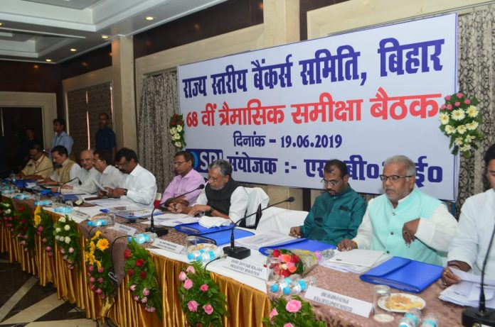 होटल चाणक्या में आयोजित एसएलबीसी की 68 वीं बैठक में उपमुख्यमंत्री सुशील कुमार मोदी व अन्य।
