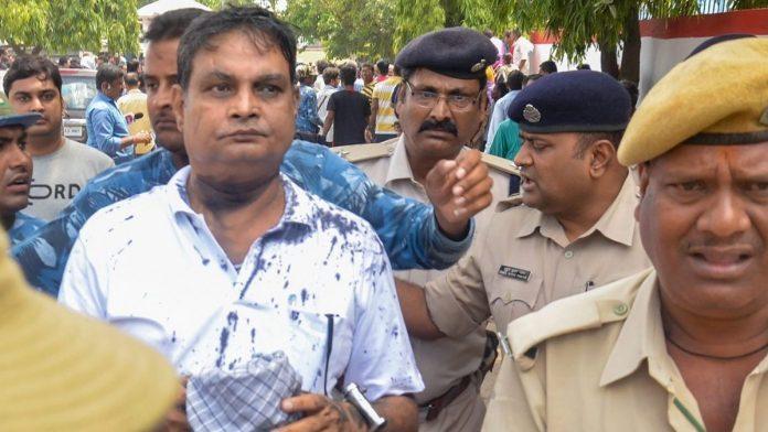 मुजफ्फरपुर शेल्टर होम मामले में पुलिस की गिरफ्त में संचालक ब्रजेश ठाकुर (फाइल फोटो)