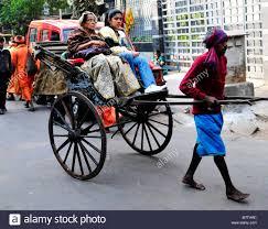 घोड़ा, गाड़ी, नोना पानी औ नारी का धक्का, इन चारों से बचो मुसाफिर फिर मौज करो कलकत्ता! बचपन में यह सुना था, तब समझ न पाया। बड़े होने पर इसका मायने समझा।