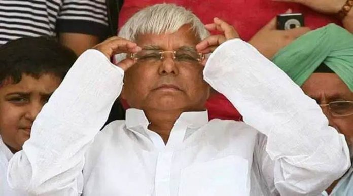 लालू प्रसाद यादव बिहार की राजनीति में भूचाल लाना चाहते हैं। दिल्ली में बीमारी के नाम पर बैठ कर बिहार की राजनीति में उलट-फेर की वे कई चालें चल रहे हैं।