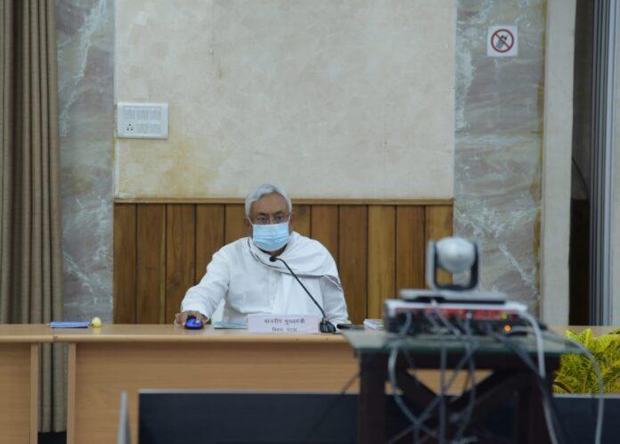 मुख्यमंत्री नीतीश कुमार ने मुख्यमंत्री सचिवालय स्थित संवाद कक्ष से वीडियो कांफ्रेंसिंग के माध्यम से राजस्व एवं भूमि सुधार विभाग की ऑनलाइन भूमि दखल-कब्जा प्रमाण पत्र की सुविधा का शुभारम्भ किया।