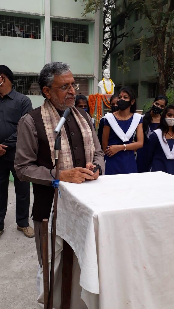 सोमनाथ मंदिर के उद्घाटन का भी कांग्रेस ने विरोध किया था। सोमनाथ मंदिर का उद्घाटन पूर्व राष्ट्रपति राजेंद्र प्रसाद ने किया था। यह बात सुशील कुमार मोदी ने कही