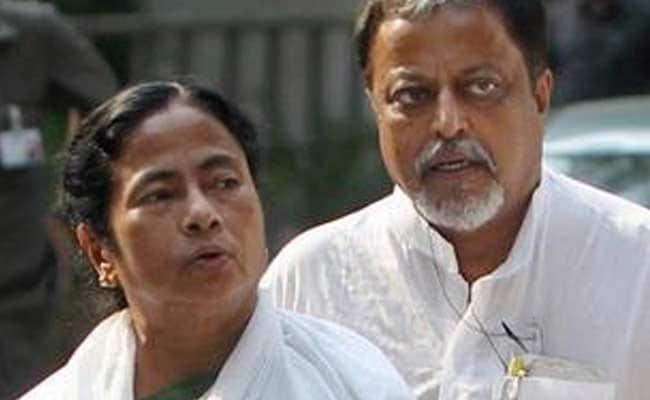 मुकुल राय और उनके बेटे शुभांश राय बंगाल में बीजेपी को सबसे पहले झटका दे सकते हैं। प्रणव मुखर्जी के कांग्रेसी पुत्र अभिजीत मुखर्जी भी TMC में जाएंगे।