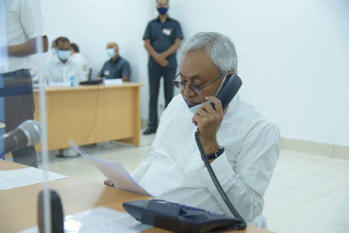 बिहार के मुख्यमंत्री नीतीश कुमार फिर से 'जनता के दरबार में मुख्यमंत्री' कार्यक्रम की शुरुआत आज से की। 5.5 घंटे से ज्यादा देर तक सीएम ने फरियाद सुनी।